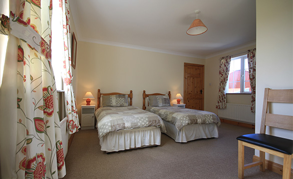 Twin bedroom in Orchard View self-catering cottage/