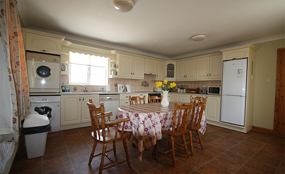 Kitchen/dining room in Orchard View self-catering cottage /