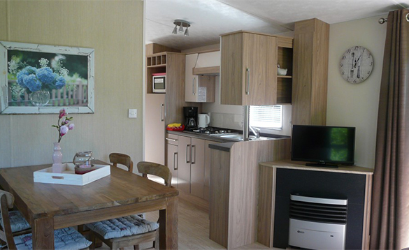Dining/kitchen in Chalet Comfort at De Visotter holiday park/