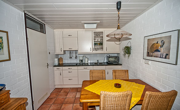 Kitchen/dining room at Herkingen self-catering bungalow/
