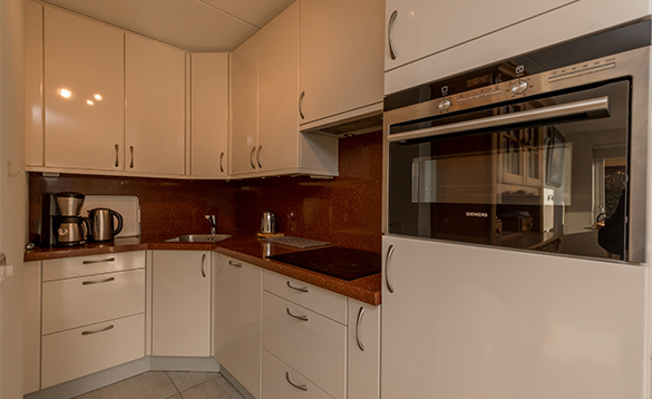 Kitchen in a villa at Nautic Renatls, Oude Tonge/