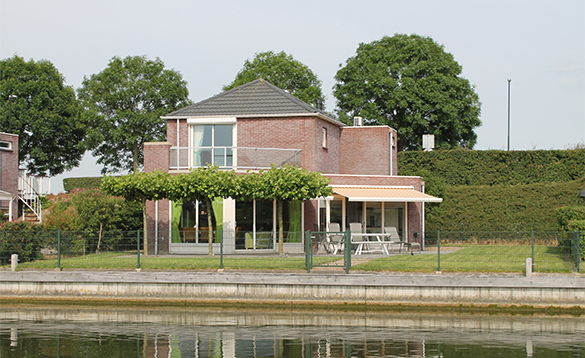 Villa located near the water at Nautic Rentals, Oude Tonge/