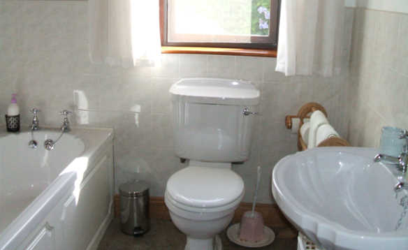 Bathroom with white bathroom suite in Cornode self-catering, Co Tipperary, Ireland/