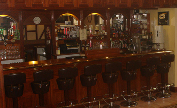 The bar at the Pikers Lodge/