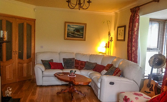 Lounge with cream leather corner suite at Oaklands B&B, Coachford/