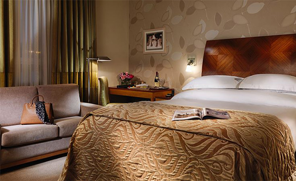 Luxurious double bedroom in the Killyhevlin Hotel/