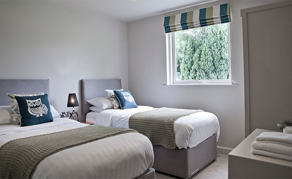 Bedroom with two single beds in a self-catering lodge at Finn Lough/