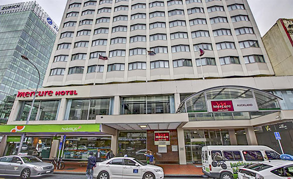 cars driving past the Mercure Hotel, Auckland/
