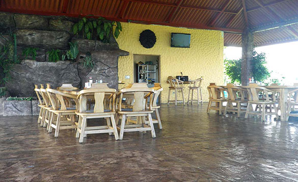 Dining area at Paradise Fishing Lodge/