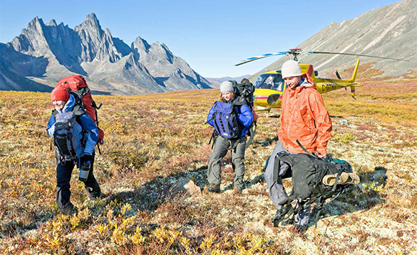 Walkers leaving a helicopter at Tombstone Territorial Park/