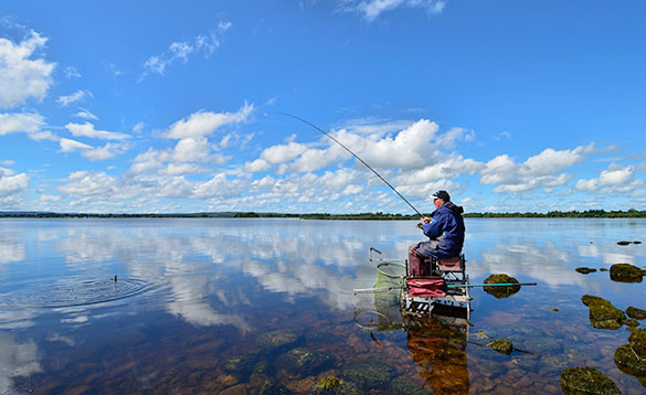 Baz Smith fishing the feeder on Lough Derg/